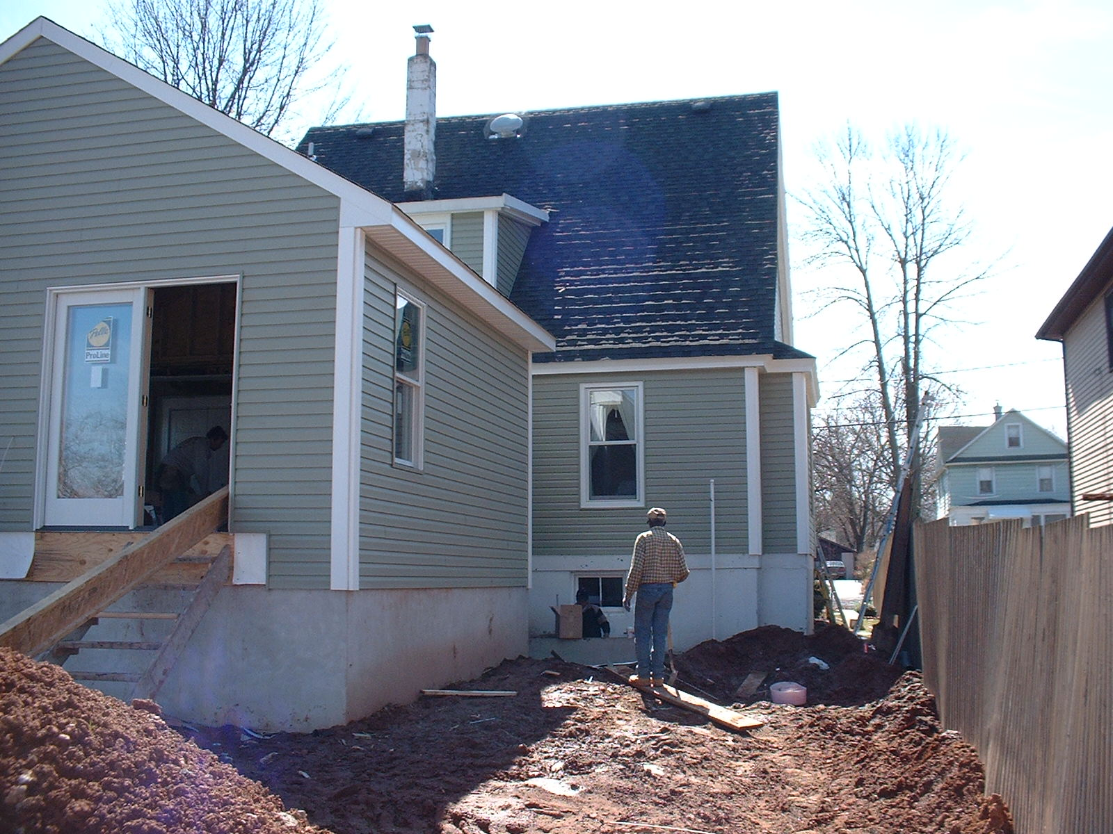 The siding guys are working thier way around the other side of the house.