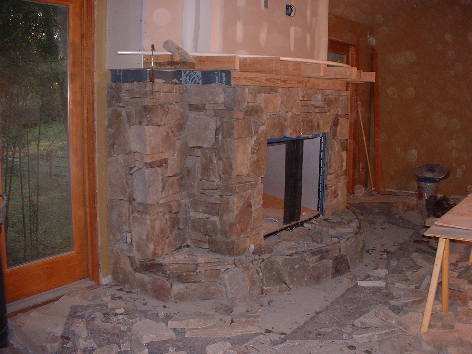 The cultured stone is now almost finished.