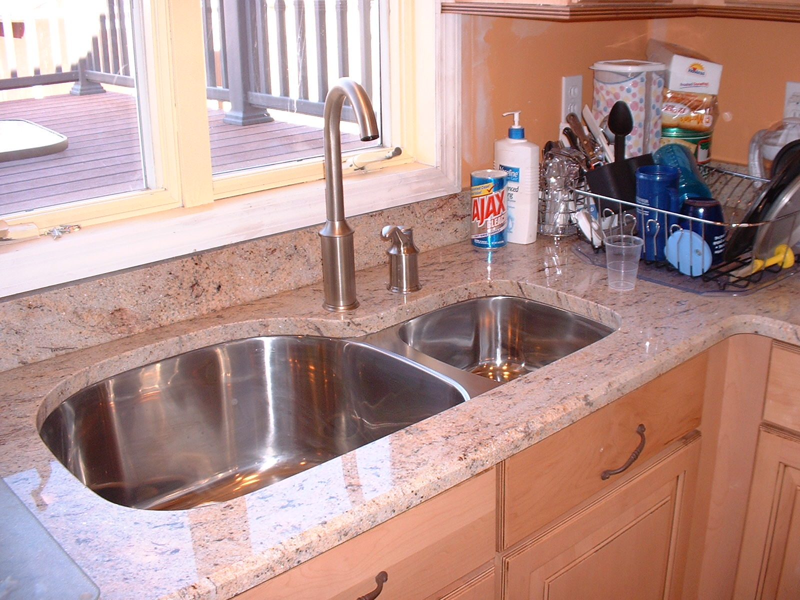 A real nice picture of how nice the sink looks with the granite.